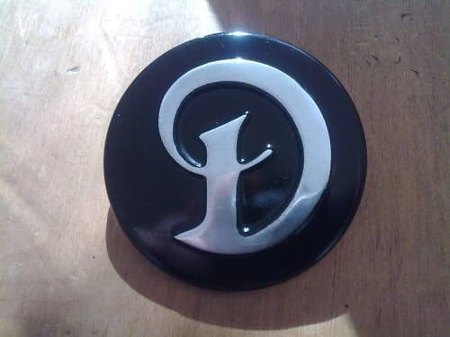 DAIMLER SOVEREIGN AND DOUBLE SIX NEW HUB CAP MEDALLION (FREE UK POST)