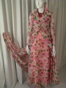 1960's Daisy print vintage hostess coat and gown **SOLD** es