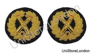 Badge Gold Wreath Crossed Tipstaves  With Red Tips R1417